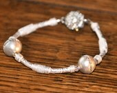 Bracelet with cultured pearls and crystal clasp
