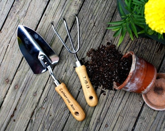 Personalized Garden Tool Set- Hand Trowel- Short Shovel- Mothers Day Gift - Gardener Gift - Gift for mom- Retirement Gifts - Hand engraved