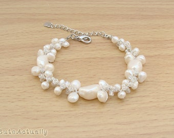 White freshwater pearl bracelet with glass beads on silk thread, bridal jewelry, white pearl bracelet, wedding jewelry