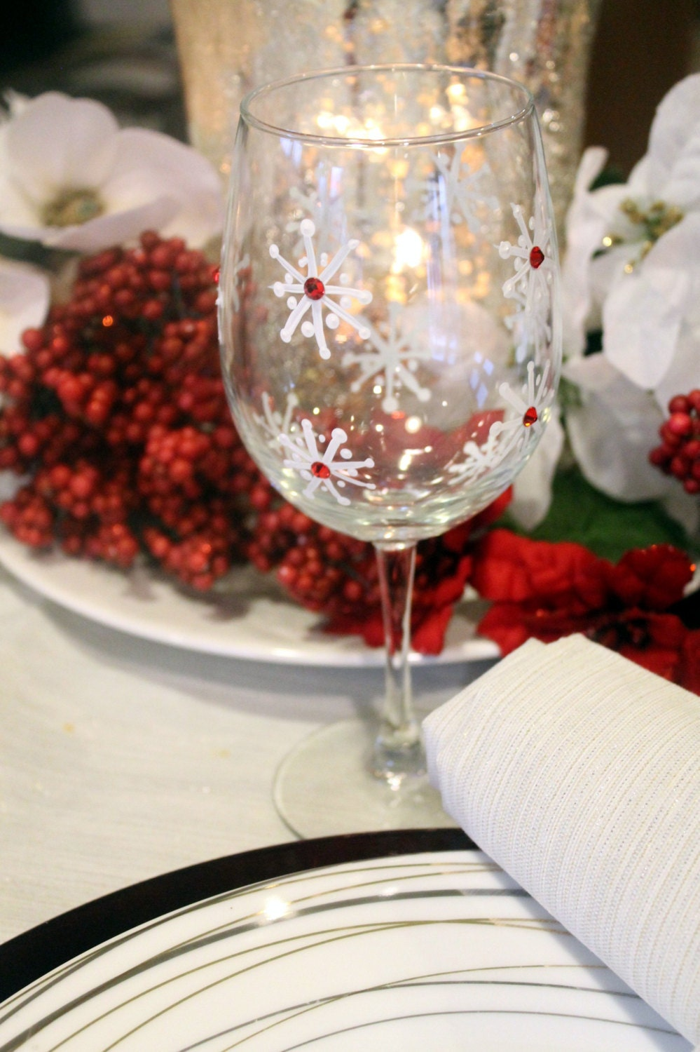 Christmas wine glasses christmas table decor by for Wine glass table decorations