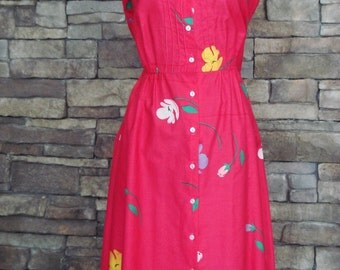 SUMMER SALE!!!! 1970s 80s Dress / Pink Hawaiian Prink Sundress w Button Front and Pintuck Bodice Detail / Malia