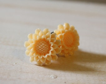 Soft Peach Flower Plugs for Stretched Ears Custom Gauges 2g 0g 00g Vintage Inspired Piercing Size 2 0 00