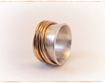 Rotating ring with four bronze rings