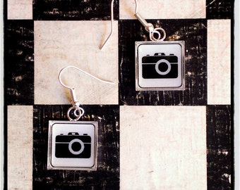 "earrings   ""clic clac""  black and white camera"