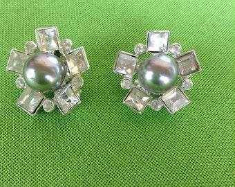 Vintage Clip-On Earrings (Item 665M)