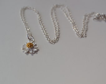 Daisy Sterling Silver Necklace, Daisy Necklace,Bridesmaid Gift, Tiny Blossom, Daisy, Bijoux, Flower necklace. Daisy Flower Necklace