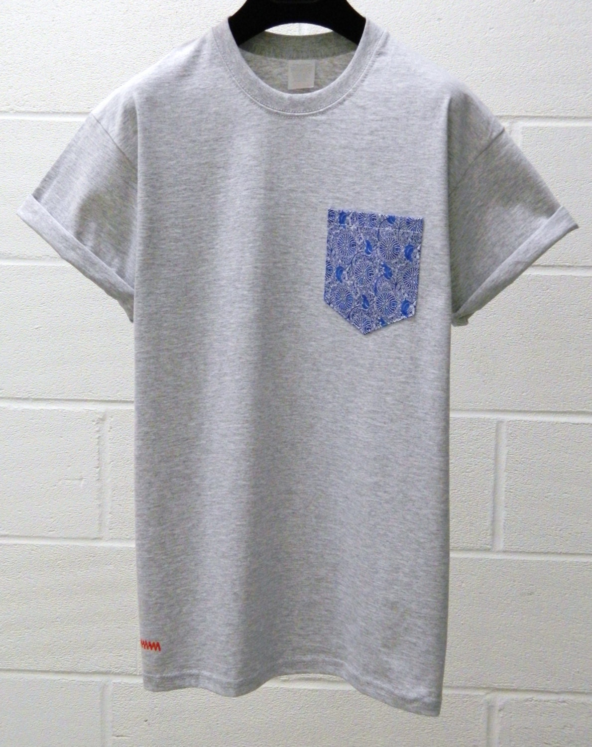 Men 39 s blue and white floral pattern grey pocket t shirt for Mens white floral shirt