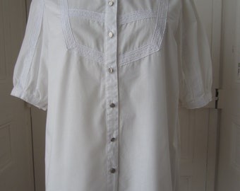 Blouse with embroidered Dickey