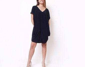 Black Over Size Tunic Dress / Plus Size Dress / Short Sleeves Tunic / v neck Cleavage Dress / Midi dress / Knee Length Dress /