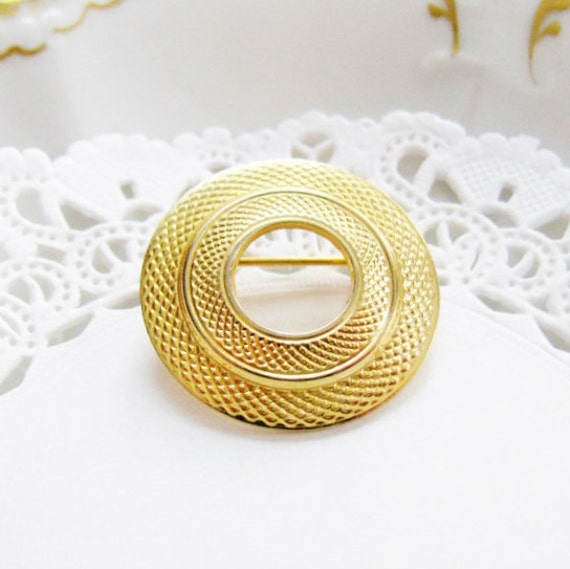 vintage gold brooch round circle brooch textured gold tone brooch elegant jewelry