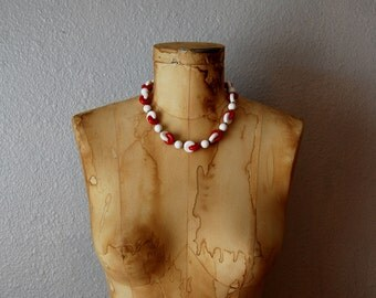 vintage CHUNKY mod necklace / 1960s RED and WHITE beaded necklace