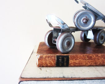 Vintage Skates, Vintage Globe Roller Skates, Home Decor, Wedding Decor, Photo prop