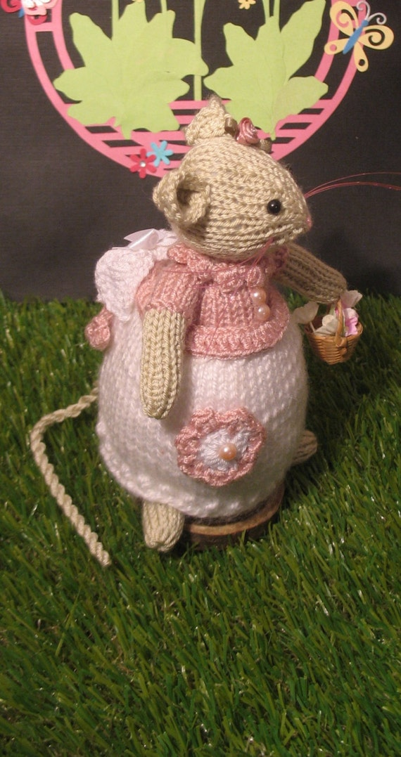 RESERVED FOR LAURA Brambly Hedge inspired      Primrose lady mouse hand knitted ...straight from storybook land