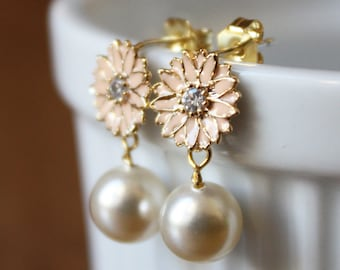 Petite peach enamel daisy earrings with ivory Swarovski crystal pearls and sterling silver posts E111-GV2