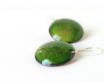Green dangle earrings - enamel round earrings - sterling silver earwire - artisan jewelry by Alery