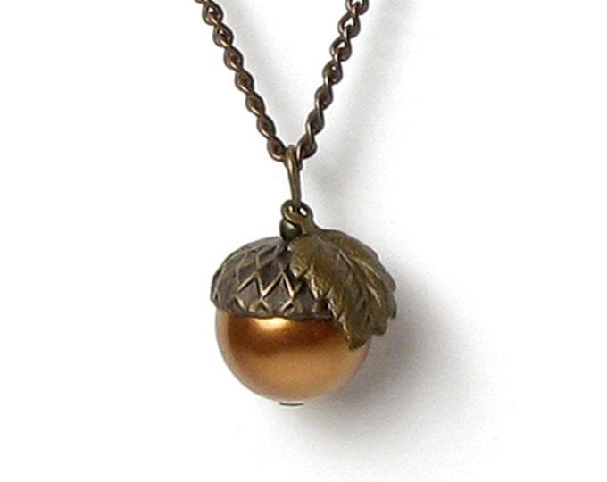 Acorn Pendant Necklace, Woodland, Nature Jewelry, Antique Brass, Swarovski Copper Pearl, Fall Necklace, Boho Style, Acorn, Autumn Necklace