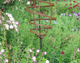 Superb Rustic Elevated Mini Pod Metal Garden Sculpture