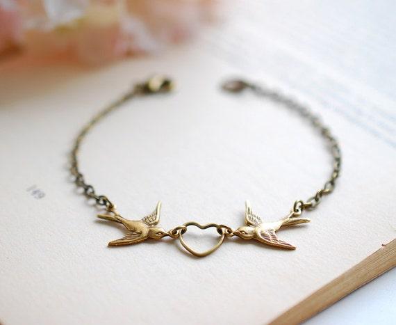 Love Bird Bracelet. Antiqued Brass Swallow Bird and Heart Bracelet. Bridal Bracelet. Sister Mother Daughter Bracelet Friendship Bracelet