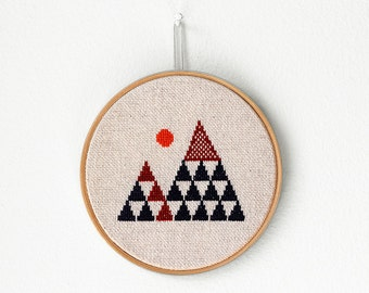 "Geometric mountains - Embroidery in wooden hoop 5"" - Minimalist"