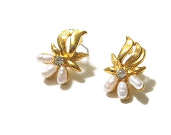 Vintage Pearl Pierced Earrings Wedding Earrings Delicate Post Earrings Post Small Dainty Wedding Jewelry Signed DS