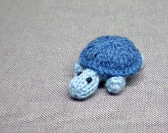 Magnet - Timid Turtle (blue) - Knitted and Crocheted