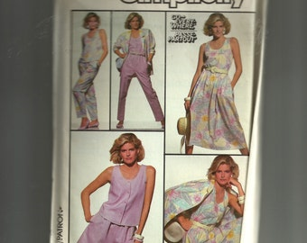 Simplicity Misses' Top, Pull-On Skirt, Pants, Shorts, and Loose-Fitting Unlined Jacket Pattern 7935