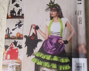 McCalls M6811 Sewing Pattern Halloween Items, Apron, Fingerless Gloves, Treat Bags, Decorations