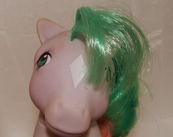 My Little Pony Seashell Sitting Purple and Green Gen1 Collectible Toy Horse 1980s