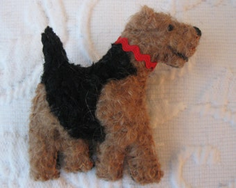 Airedale Terrier Wool Dog Friend Pin / Brooch with Gift Box