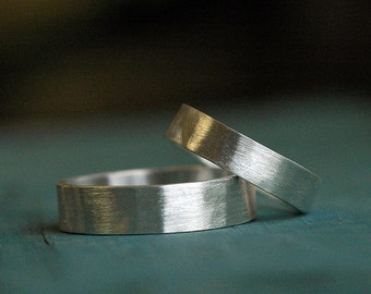 Wedding bands - Wedding Ring Set - His and Hers matching - 4mm and 6mm wide bands - Recycled Sterling Silver - Hammered
