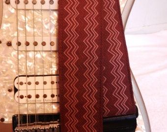 brown vertical chevron stripe indie guitar strap