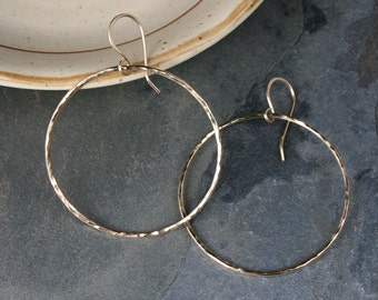 Medium Eternity Earrings, 14k Gold Filled Round Hoops, Hammered Texture Dangle Hoops 14 Karat Gold Filled, Round Minimalist, French Ear Wire