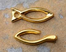 2 Rustic Fish Toggle Clasps - Gold