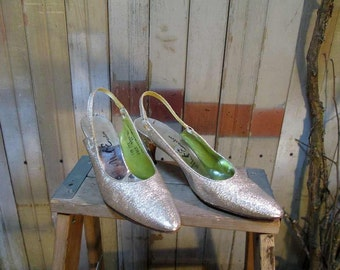 Vintage Silver Metallic Shoes 60s Martini Party Heels 1960s slingback pointy toes 7 vintage wedding