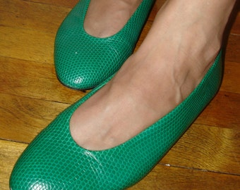 vintage PALOMA reptile-textured kelly green leather flats 8.5