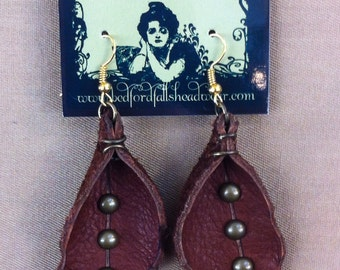 Curved leather leaf earrings