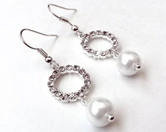 SALE! Circle Rhinestone and Pearl Bridal Earrings - Silver - Simple Elegant - Bridesmaid Gift - Bridesmaid Rhinestone Earrings