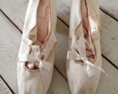 Reduced…….Vintage 1920s Victorian Edwardian White Silk Wedding Shoes