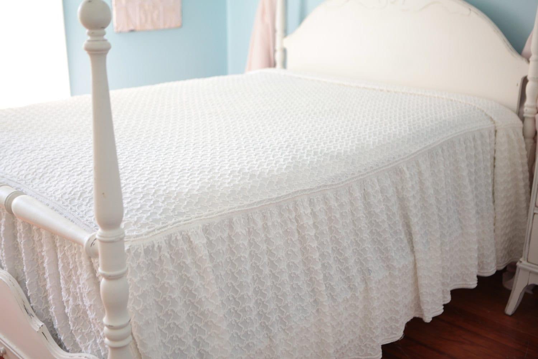 Full Ruffle Chenille Bedspread Vintage Shabby Chic White