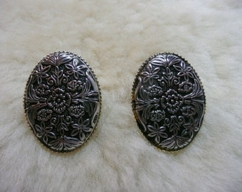 Western Design Cowgirl Silver Tooled Stud Earrings