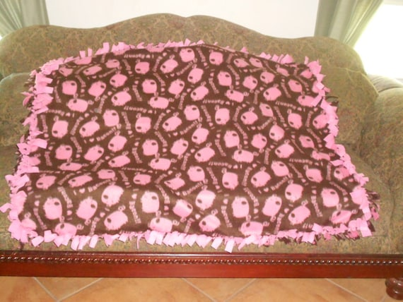 Pink Pigs On Dark Brown Pink Back Fleece Tie Blanket No Sew