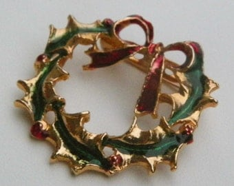 Charming vintage wreath pin - perfect for the Christmas holiday