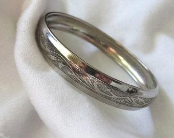 Vintage silver tone bangle bracelet with etched design