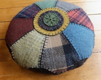 Holly & Ivy, Pincushion, Wool applique kit
