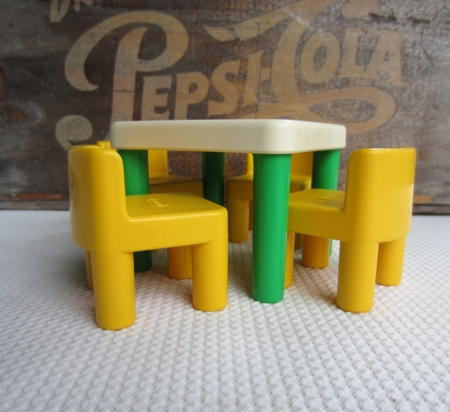 vintage little tikes table and chairs green and yellow. Black Bedroom Furniture Sets. Home Design Ideas