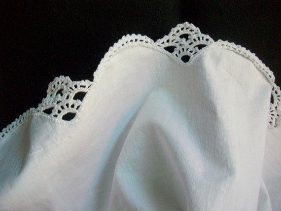 Classic Cotton Top Sheet Scalloped and Crocheted Lace Hem Antique Bedding