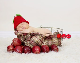 Infant Apple Hat 3 to 6 months