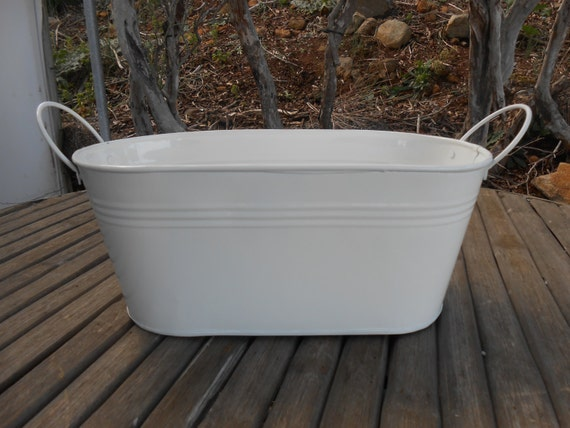 White oval galvanized tub 12 39 x 6 great for barn for Oval garden tub
