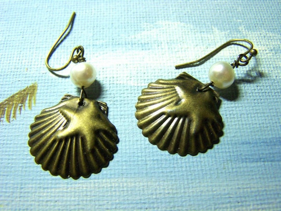 Scallop Shell and Starfish Earrings - Pearls - Antiqued Bronze Earrings - seashell earrings - sea shell and pearls jewelry - sea shell