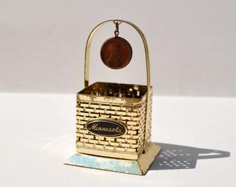 Vintage wishing well 1964 Minnesota souvenir vintage penny tiny metal basket